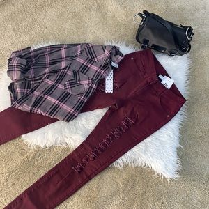 Ripped burgundy Jeans